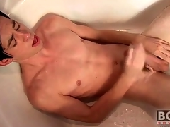 Twink cums on his stomach in the bathtub